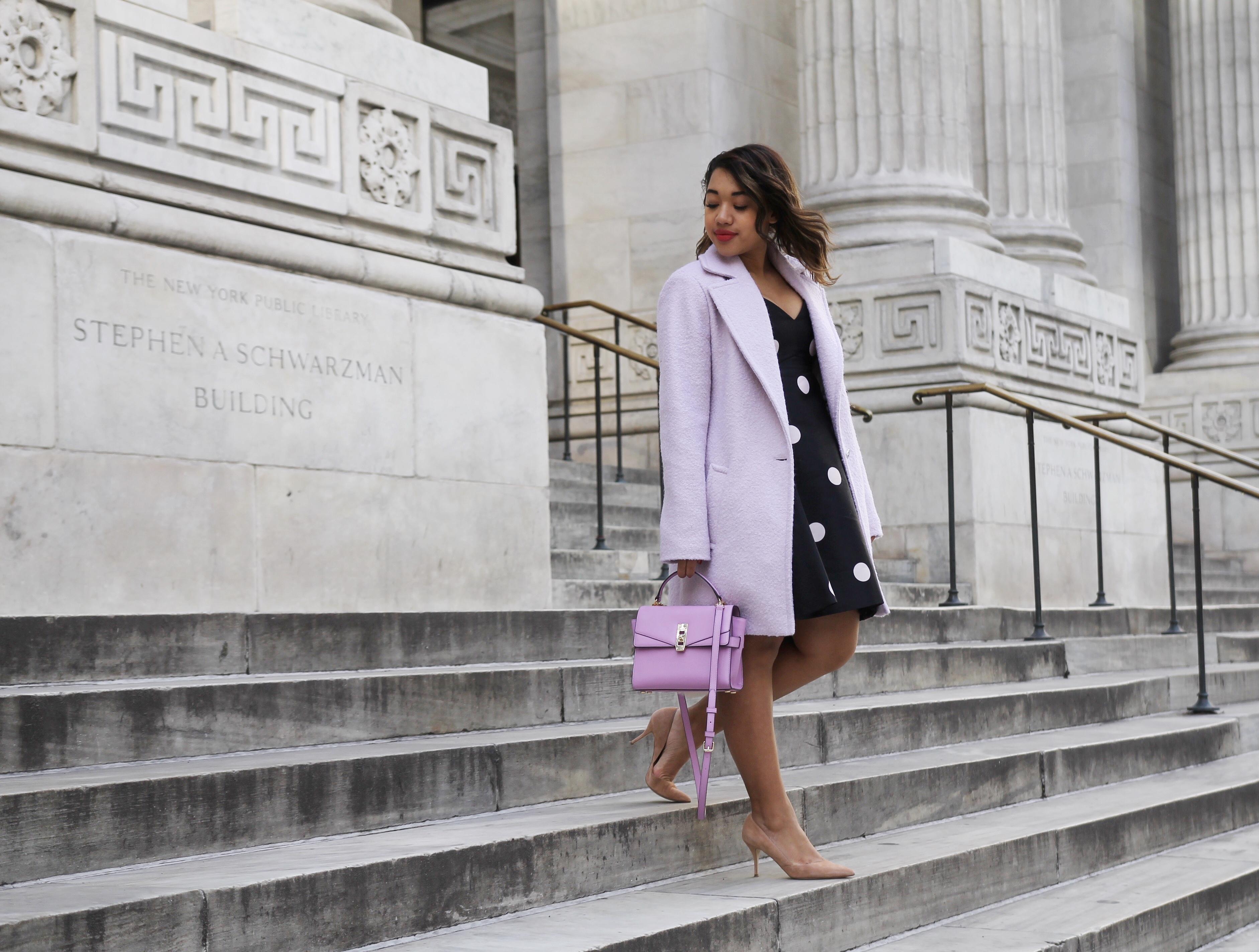 Лишние килограммы словно растворились-черное платье в горошек ,сиреневое пальто и бежевые туфельки лодочки.
