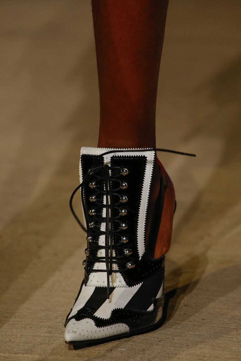 Весна 2016-шнурованные туфли из коллкции Givenchy