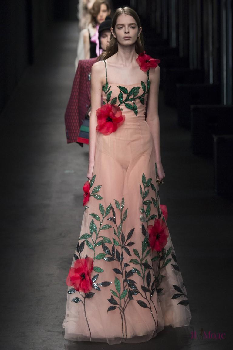 Показ коллекции Gucci осень-зима 2016-2017 на Неделе моды в Милане