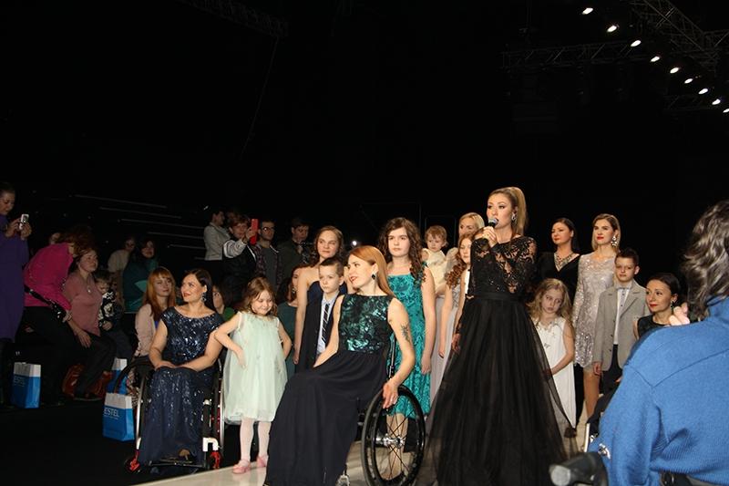 «Я продолжаю идти… Счастье материнства» на Неделе моды в Москве