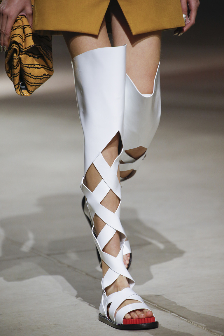 Белые жокейские модели сапог из коллекции Kenzo