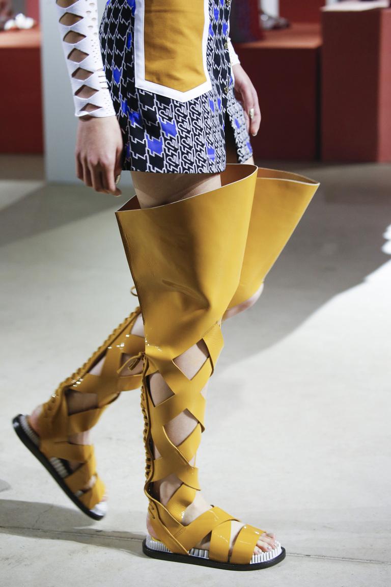 Желтые жокейские модели сапог из коллекции Kenzo