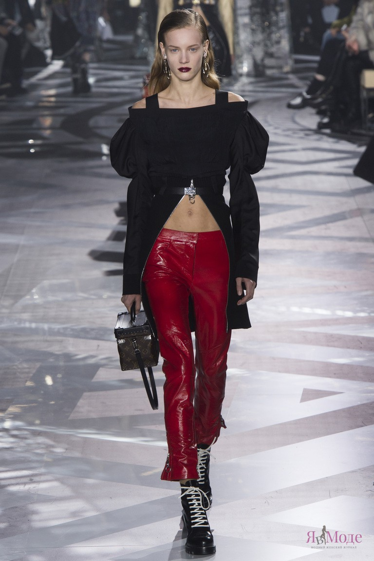 Показ новой коллекции Louis Vuitton осень-зима 2016-2017 на неделе моды в Париже