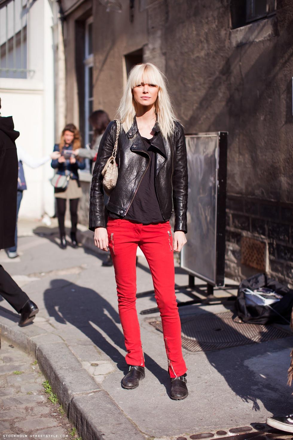 Сочетание красного с черным. Довольно сложным кажется сочетание, когда красным является низ – брюки или юбка.