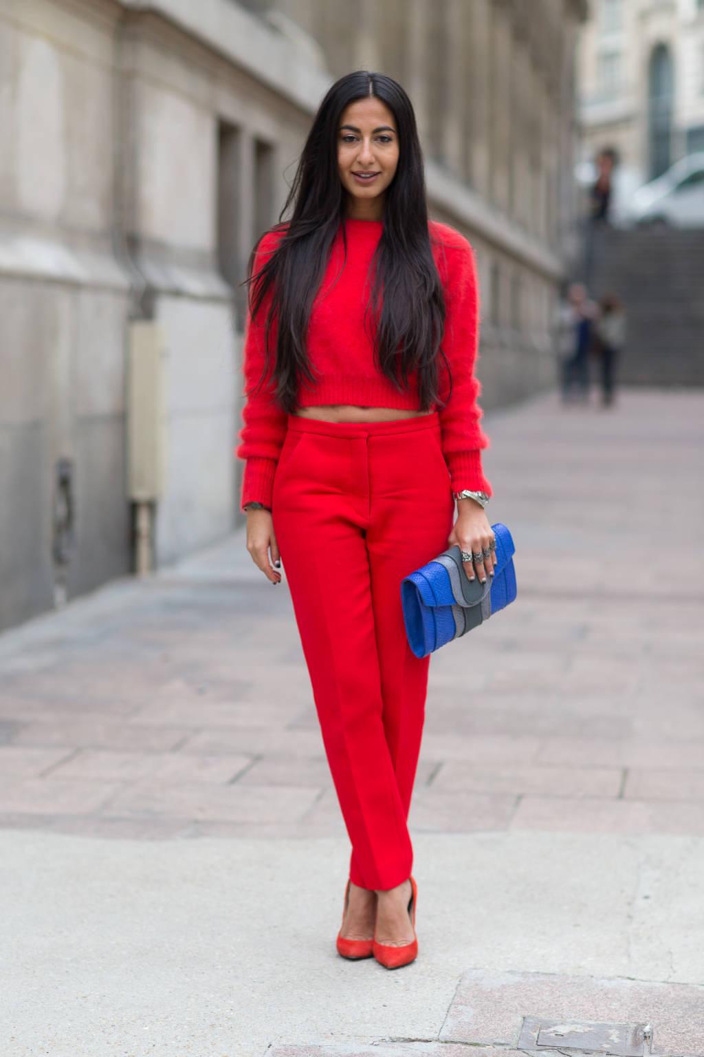 Если Вас интересует, с чем носить красный цвет, то вариантов сочетания много. И вы все их увидите в нашем обзоре.