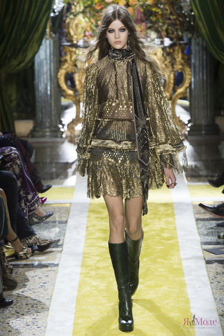 Показ коллекции Roberto Cavalli осень-зима 2016-2017 на Неделе моды в Милане