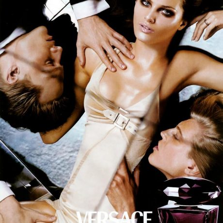 Парфюм, который притупляет мужчин — Versace Crystal Noir