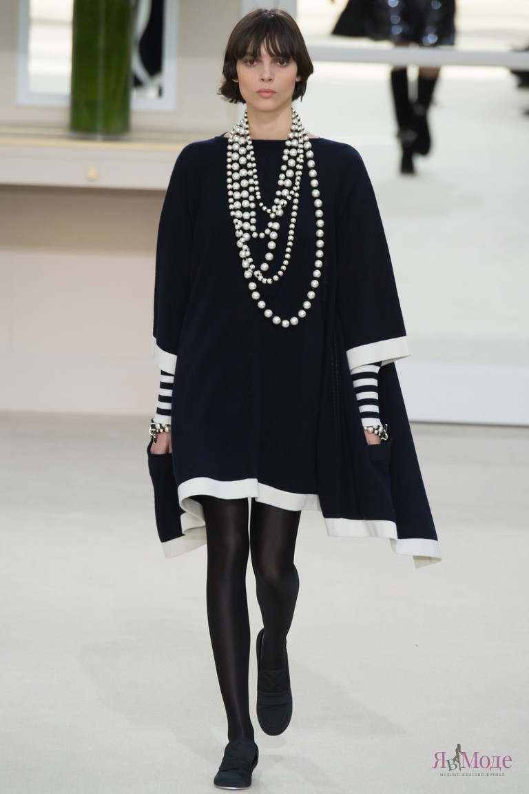 Показ новой коллекции Chanel осень-зима 2016-2017 на неделе моды в Париже