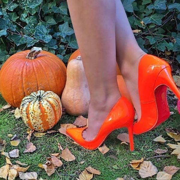 Туфли Лабутены оранжевого цвета