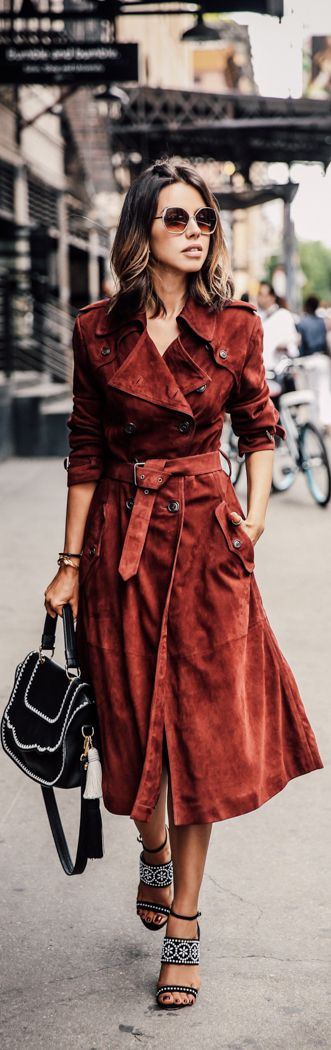 Бордовое длинное пальто – тренд сезона весна 2016