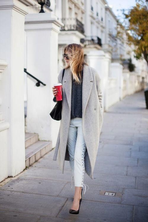 Длинное серое пальто весны 2016 – возвращение ретро-стиля. Скоро можно будет не покупать одежду, а доставать старую и быть модно в ретро.