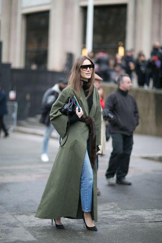 Длинное пальто-халат с меховым поясом – тренды весны 2016