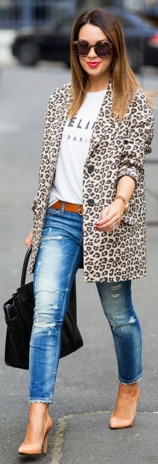 Еще один потрясающий лук с красивым леопардовым пальто – модель весны 2016