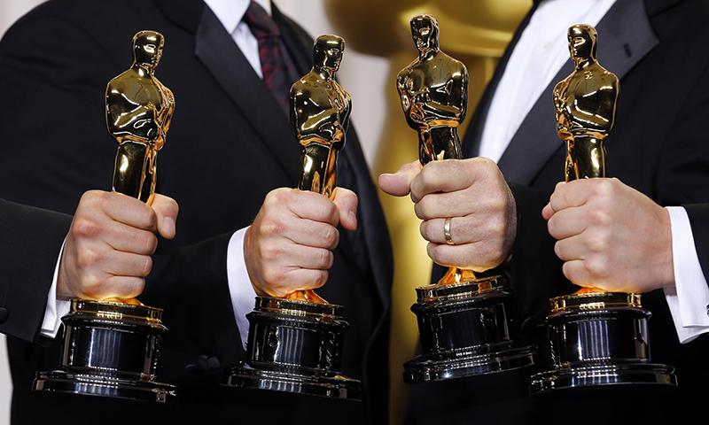 В связи с последними событиями, связанными с Леонардо Ди Каприо, можно подарить своему талантливому другу имитацию Оскара.