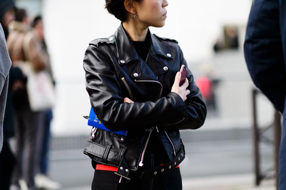 Новые тренды уличной моды в Париже на показе коллекций сезона осень-зима 2016-2017