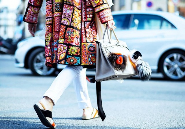 7-handbags-carried-by-the-worlds-most-powerful-women-1013974.640x0c