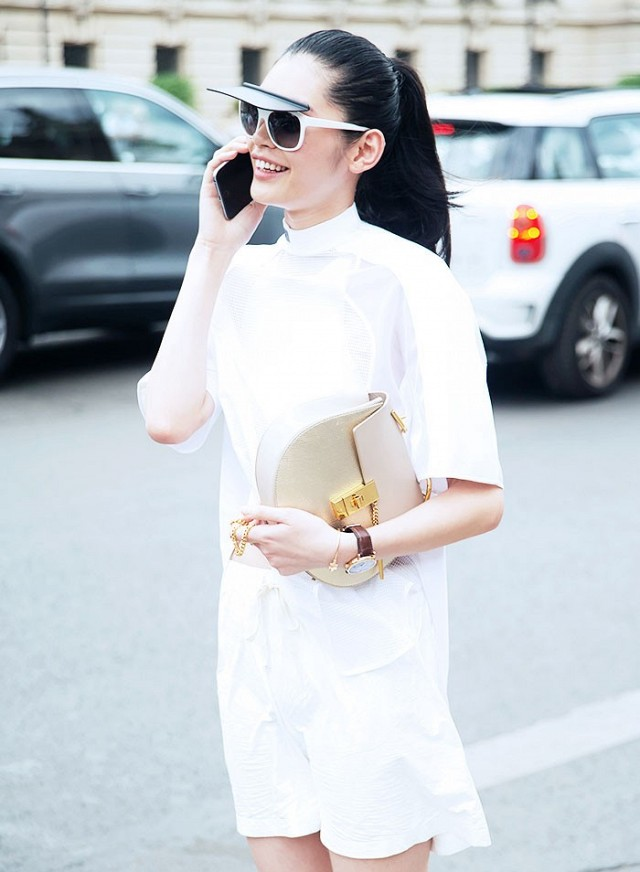 7-handbags-carried-by-the-worlds-most-powerful-women-1013980.640x0c