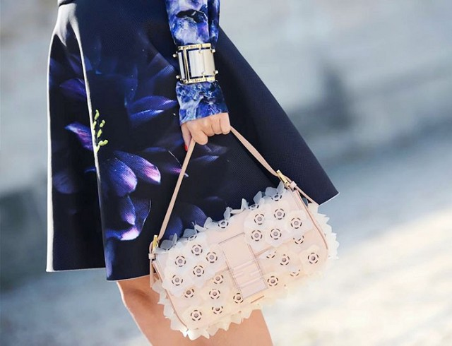 7-handbags-carried-by-the-worlds-most-powerful-women-1013983.640x0c