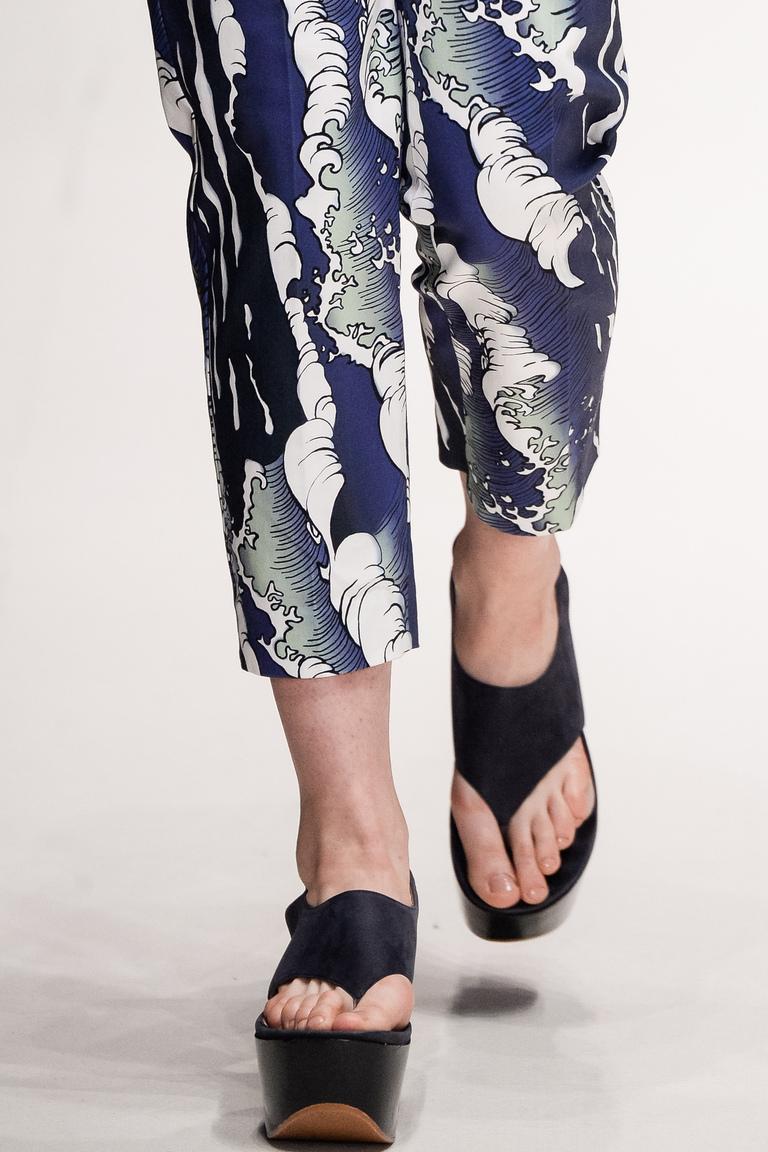 Модные туфли весна-лето 2016 - босоножки на высокой платформе из коллекции Alena Akhmadullina.