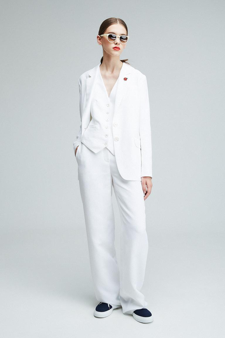 Монохромные наряды - белый брючный костюм из коллекции Alexander Terekhov.