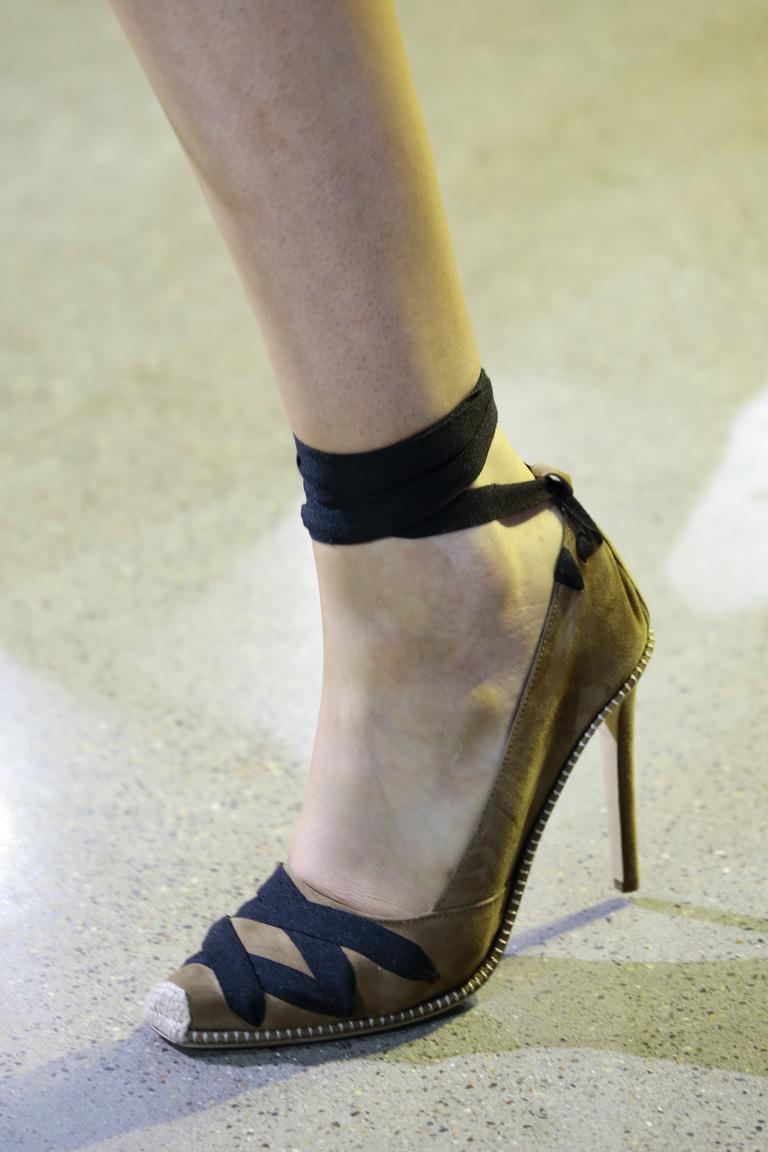 Модные туфли весна-лето 2016 туфли без мыса и с завязками из коллекции Altuzarra .
