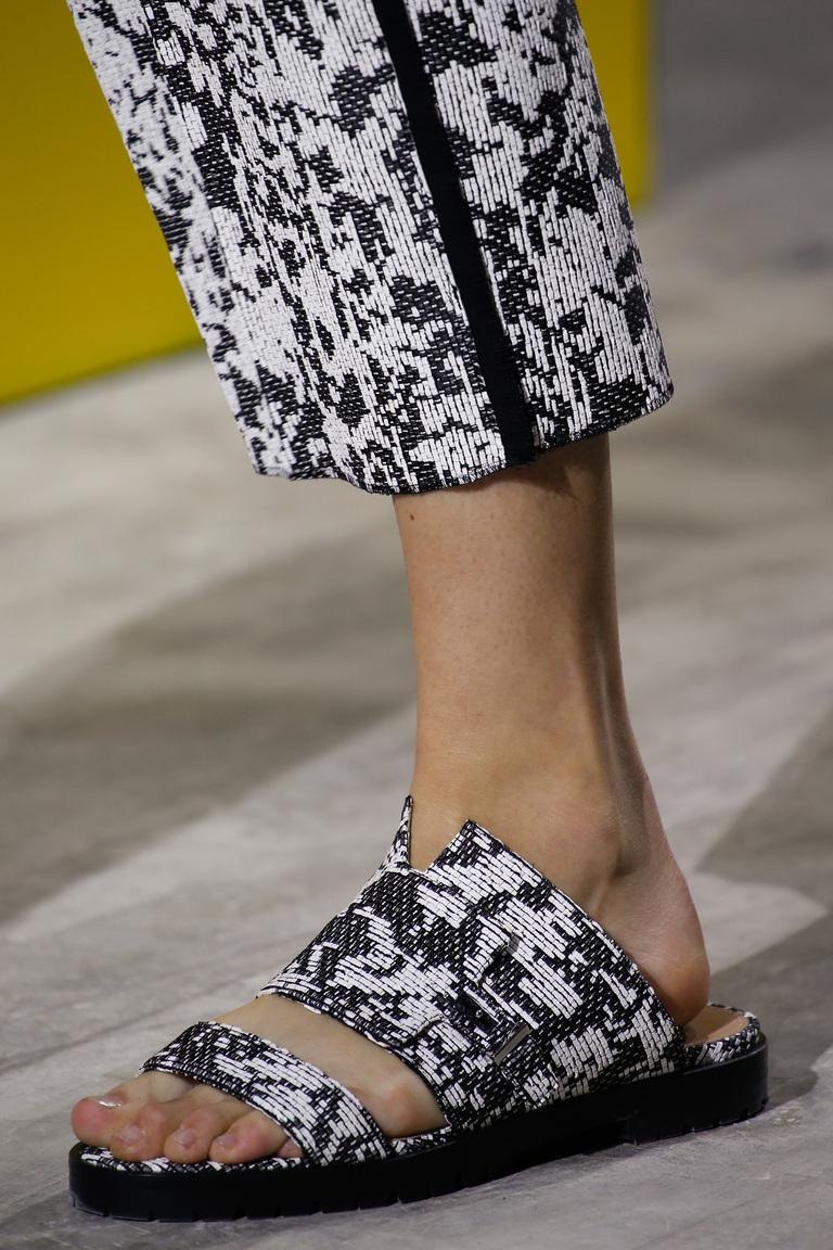 Модные туфли весна-лето 2016 - удобные босоножки из коллекции BOSS Hugo Boss.