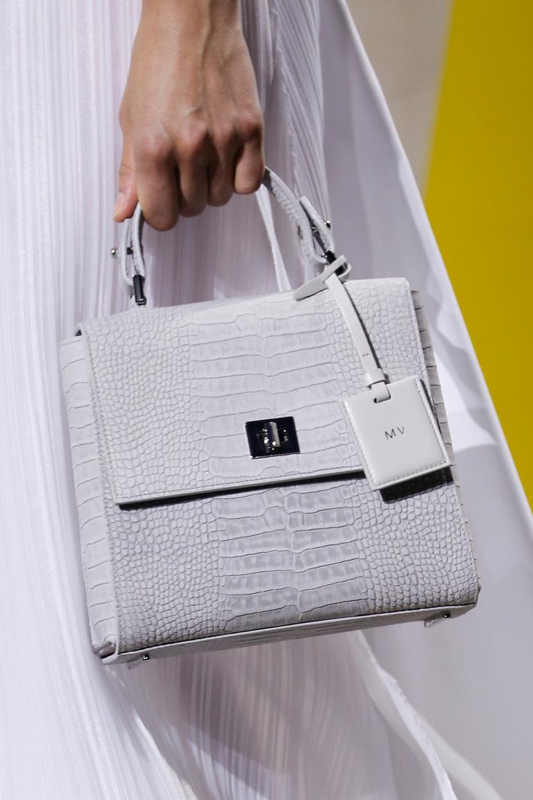 Модные сумки весна-лето 2016 - бежевая сумка из коллекции BOSS Hugo Boss.