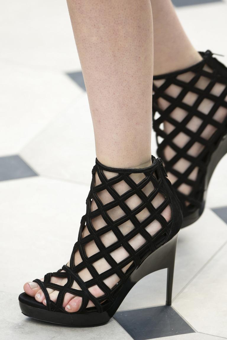 Модная обувь весна-лето 2016: туфли из коллекции Burberry.