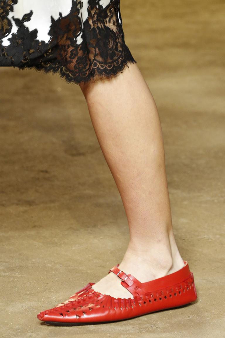 Модные туфли весны и лета 2016 - туфли с ремешками из коллекции Céline.
