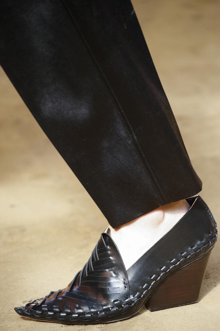 Модные туфли весны и лета 2016: острые носки, туфли из коллекции Céline.
