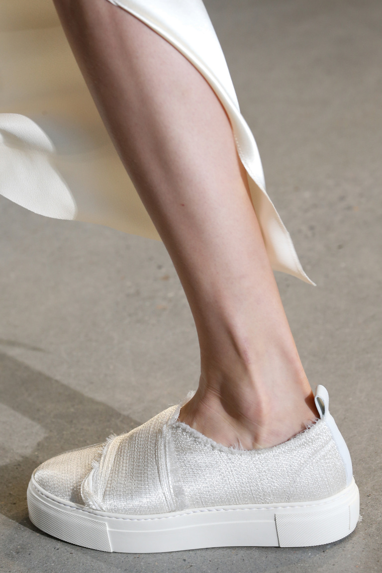 Модные туфли весны и лета 2016: толстая подошва, туфли из коллекции Calvin Klein.