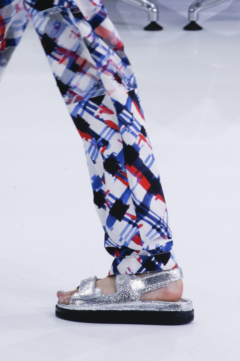 Модные туфли весна-лето 2016 - удобные босоножки из коллекции Chanel.