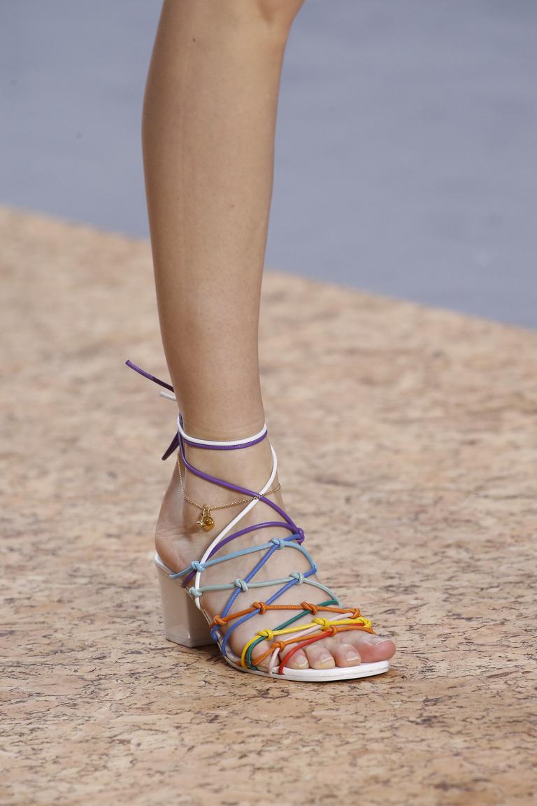 Модные туфли весны и лета 2016 - туфли с ремешками и завязками из коллекции Chloé.