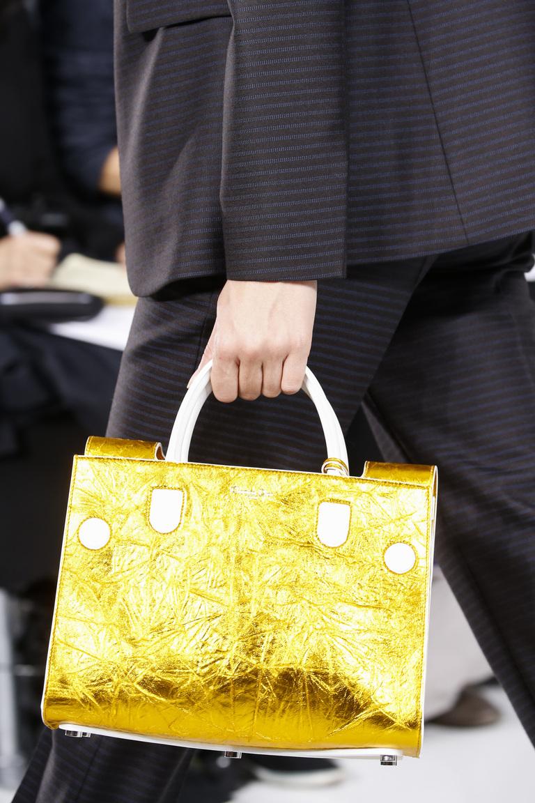 Модные сумки весна – лето 2016 - сумка яркого летнего принта из коллекции Chanel.