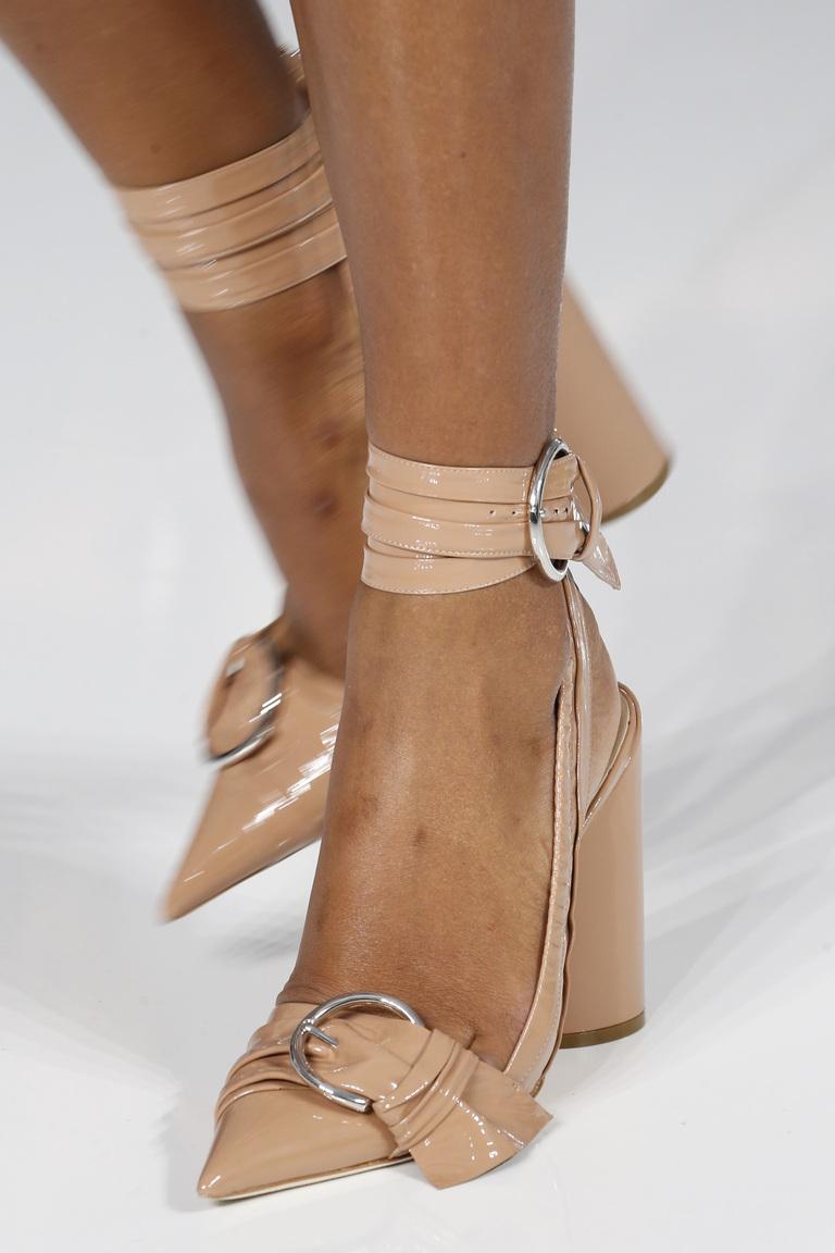 Модные туфли весны и лета 2016: острые носки и квадратные каблуки из коллекции Christian-Dior.