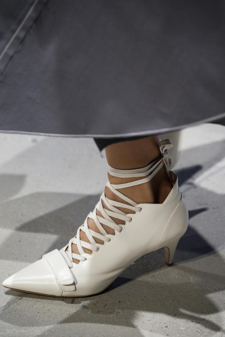 Модные туфли весны и лета 2016: острые носки, ботильоны из коллекции Derek Lam.