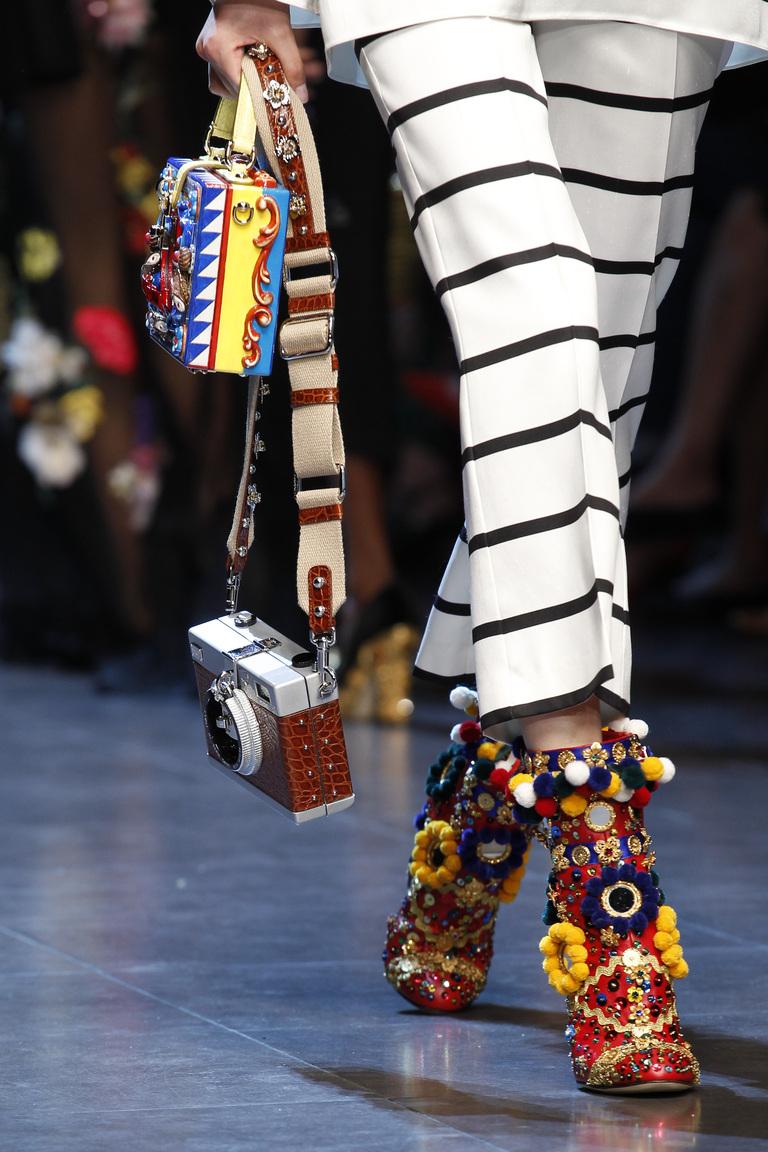 Модная обувь весна-лето 2016: ботильоны из коллкции Dolce & Gabbana.