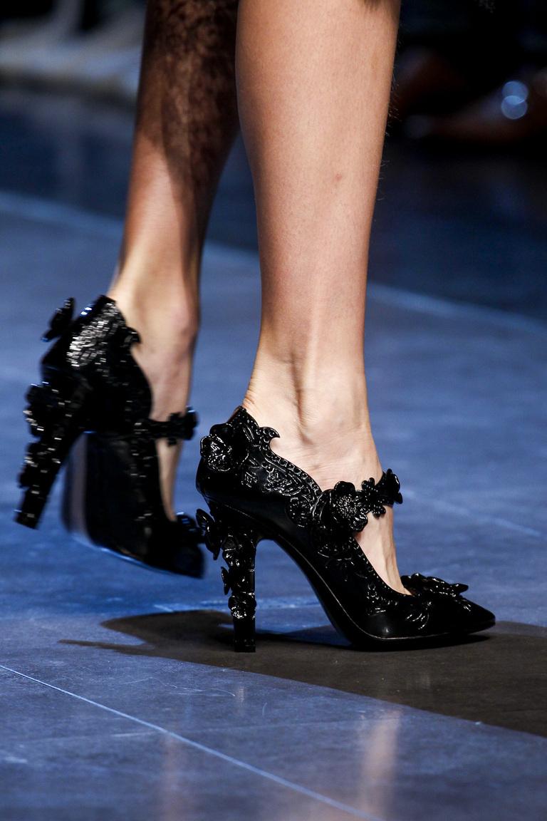 Модные туфли весна-лето 2016 - яркие туфли из коллекции Dolce & Gabbana.