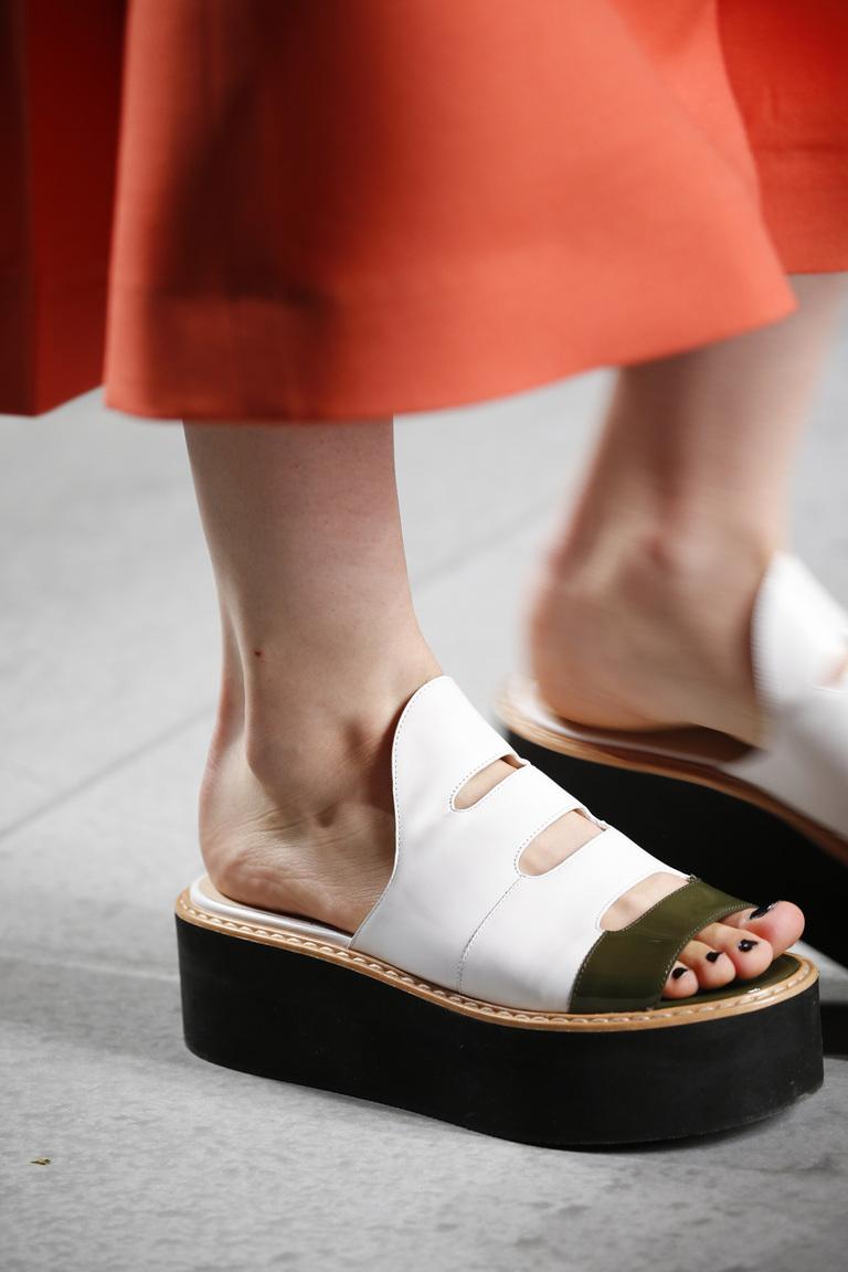 Модные туфли весны и лета 2016: толстая подошва, туфли из коллекции Fendi .