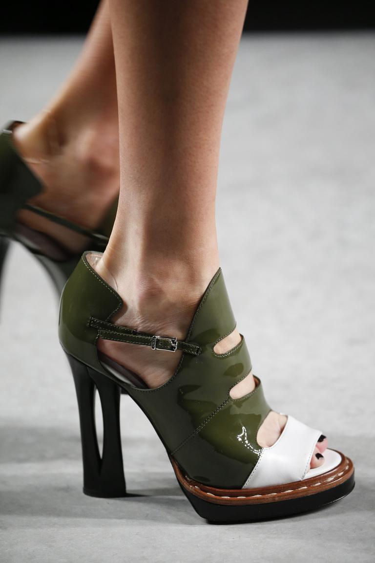 Модне взуття весна-літо 2016  4 тренди сезону (фото) - Жіночий журнал  TerraWoman.UA deb8ec0c6e9dd