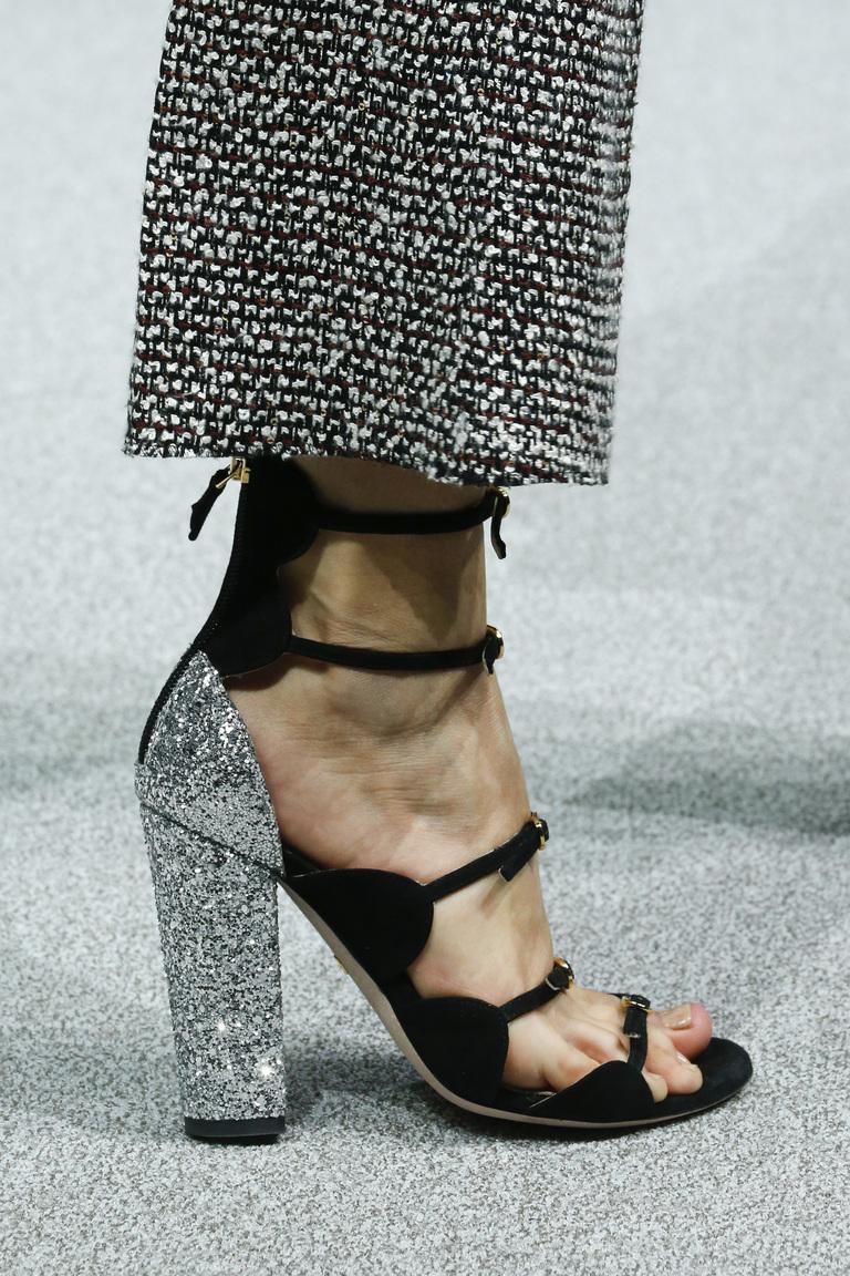 Модная обувь весна-лето 2016 - босоножки на каблуке из коллекции Giambattista Valli.