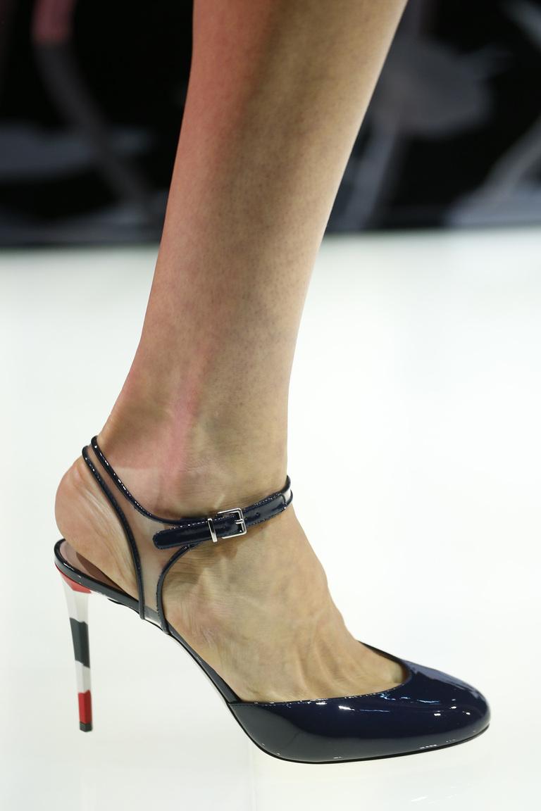 Модные туфли весна-лето 2016 туфли на высокой тонкой шпильке из коллекции Giorgio-Armani.