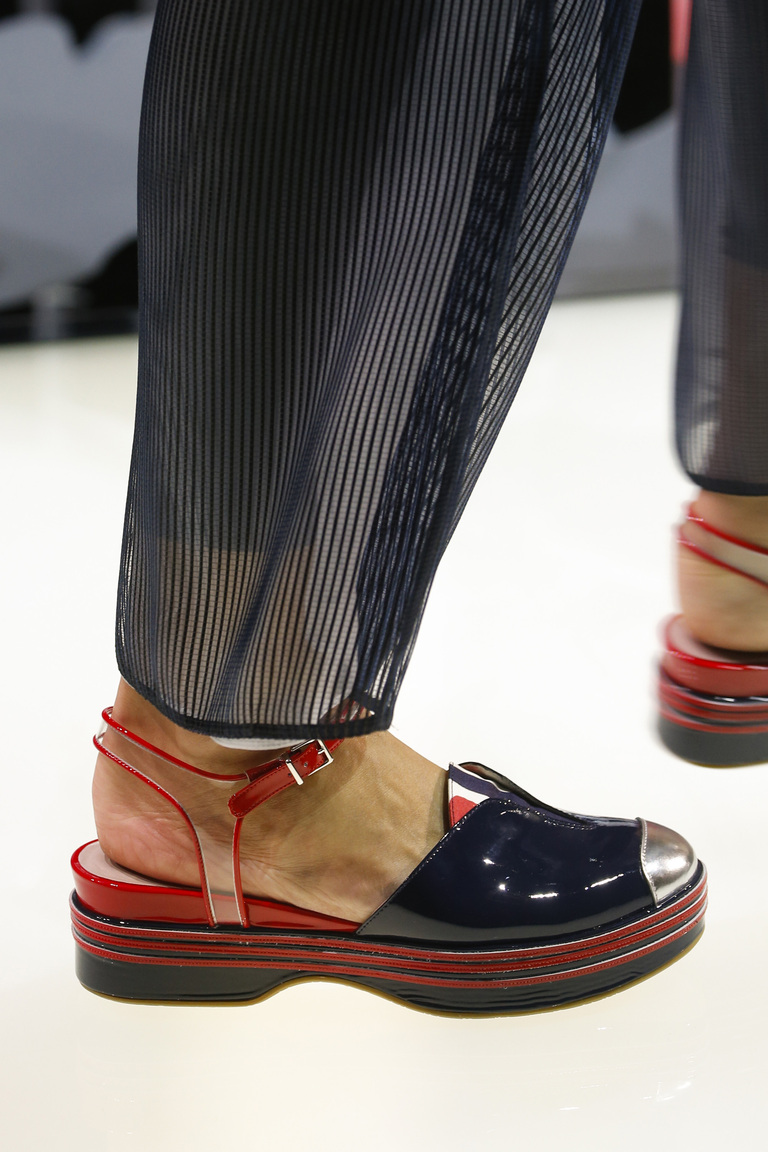 Модные туфли весна-лето 2016 - босоножки из коллекции Giorgio Armani.