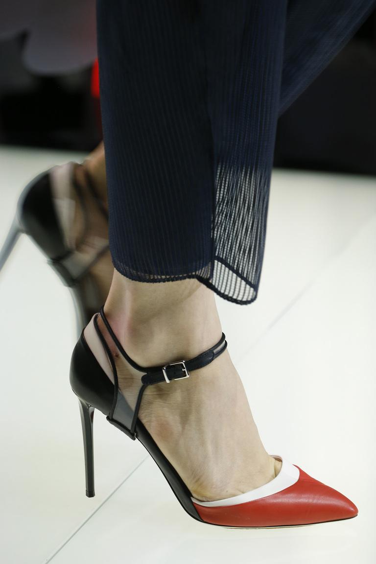 Модная обувь весна-лето 2016 - босоножки на каблуке из коллекции Giorgio Armani.