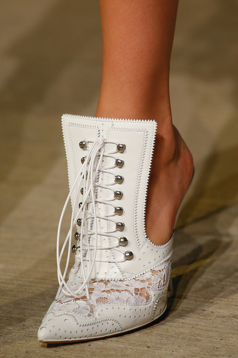 Модные туфли весны и лета 2016: острые носки, туфли из коллекции Givenchy.