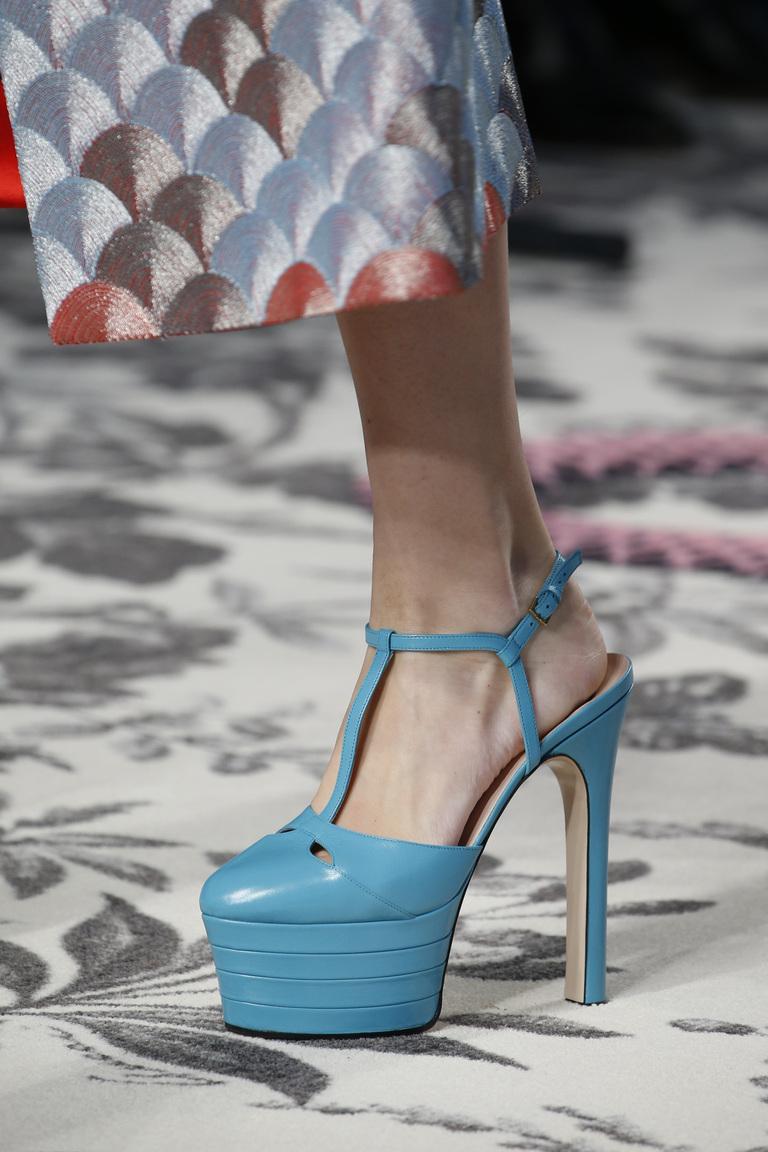 Модные туфли весна-лето 2016 - туфли на высокой платформе и тонком каблуке из коллекции Gucci.