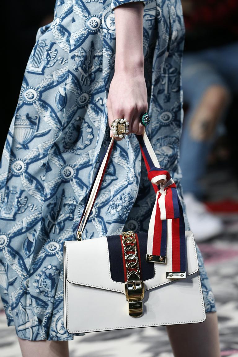 Модные сумки весна – лето 2016 - белая сумка из коллекции Gucci.