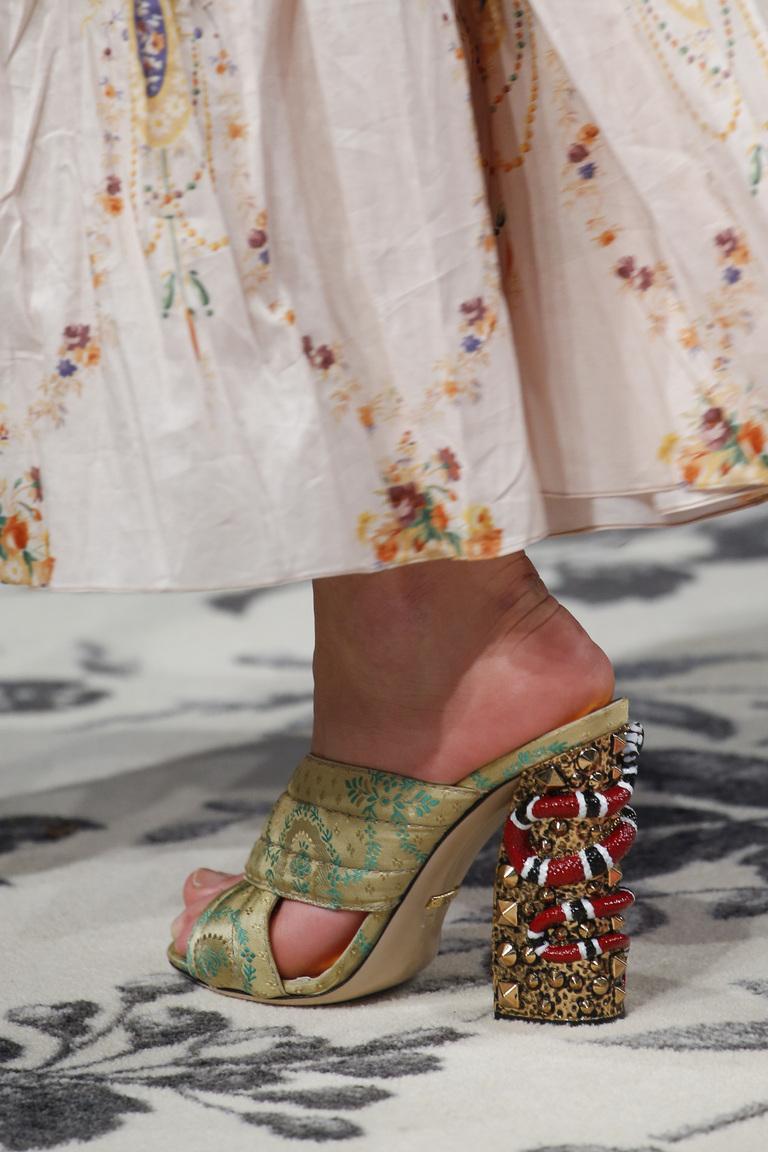 Модная обувь весна-лето 2016 - босоножки из коллекции Gucci.