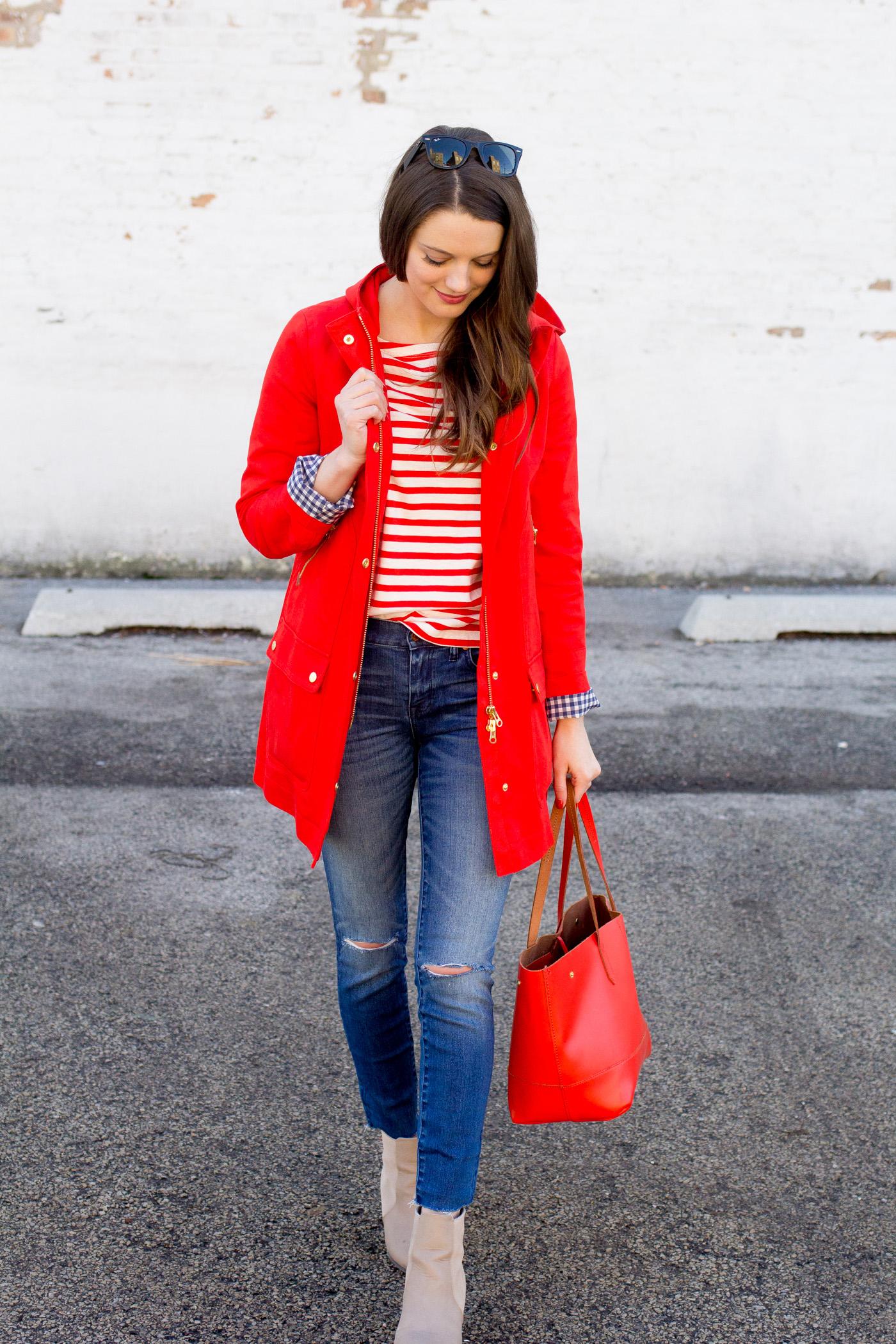 Синий и красные цвета-новая классика.