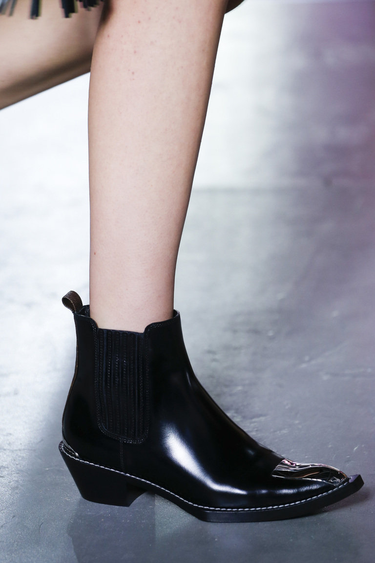 Модные туфли весны и лета 2016: острые носки, ботильоны из коллекции Louis-Vuitton.